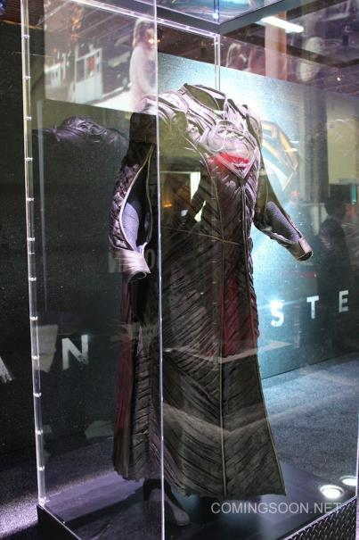 Licensing Expo Jor El Man of Steel Costumes hit the Licensing Expo12 Floor