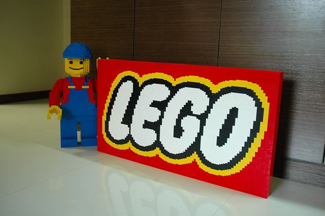 """The 3D Animated 'LEGO' Movie gets a Cast and We """"build"""" on the Story"""